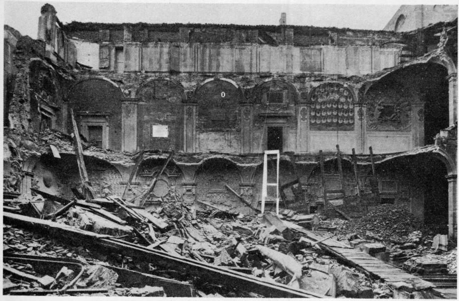 bologna-biblioteca-archiginnasio-1944