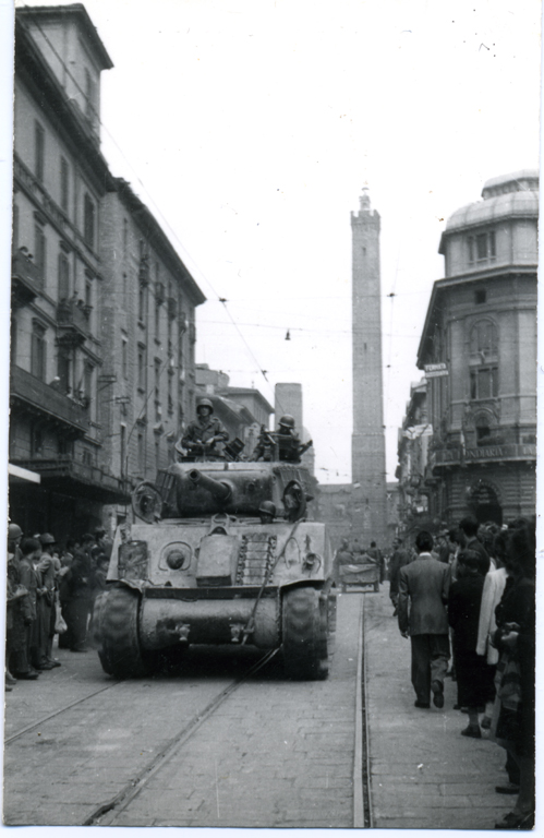 carri-armati-guerra-liberazione-bologna