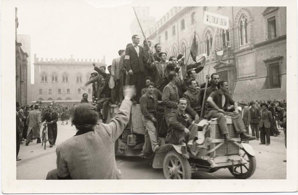 liberazione-bologna-palazzo-accursio