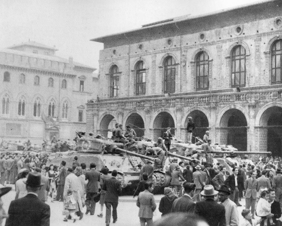 liberazione-bologna-piazza-maggiore