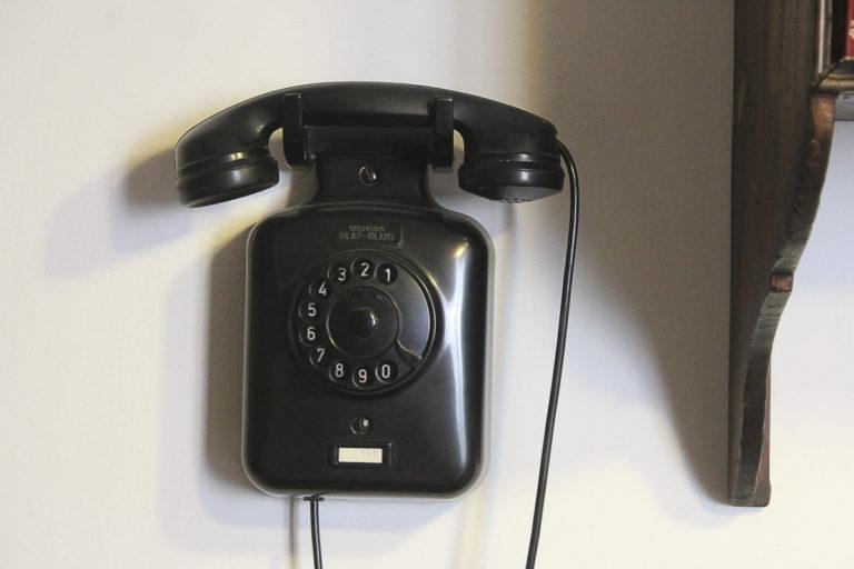 Adotta un nonno… al telefono